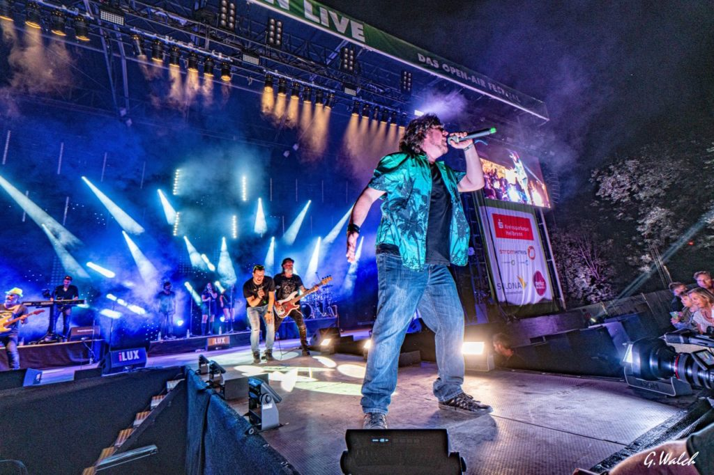 Friendly Elf Band Heilbronn Stuttgart Ludwigsburg Metal Bernd Kuehr Manuel Manu Dolpp Mikrofon Rock Haigern Party Stage Emotionen Lichtshow Kamera Live